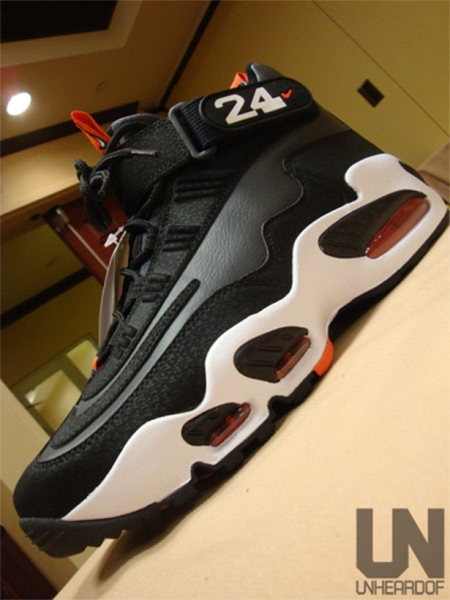 nike-air-griffey-max-1-black-red-2